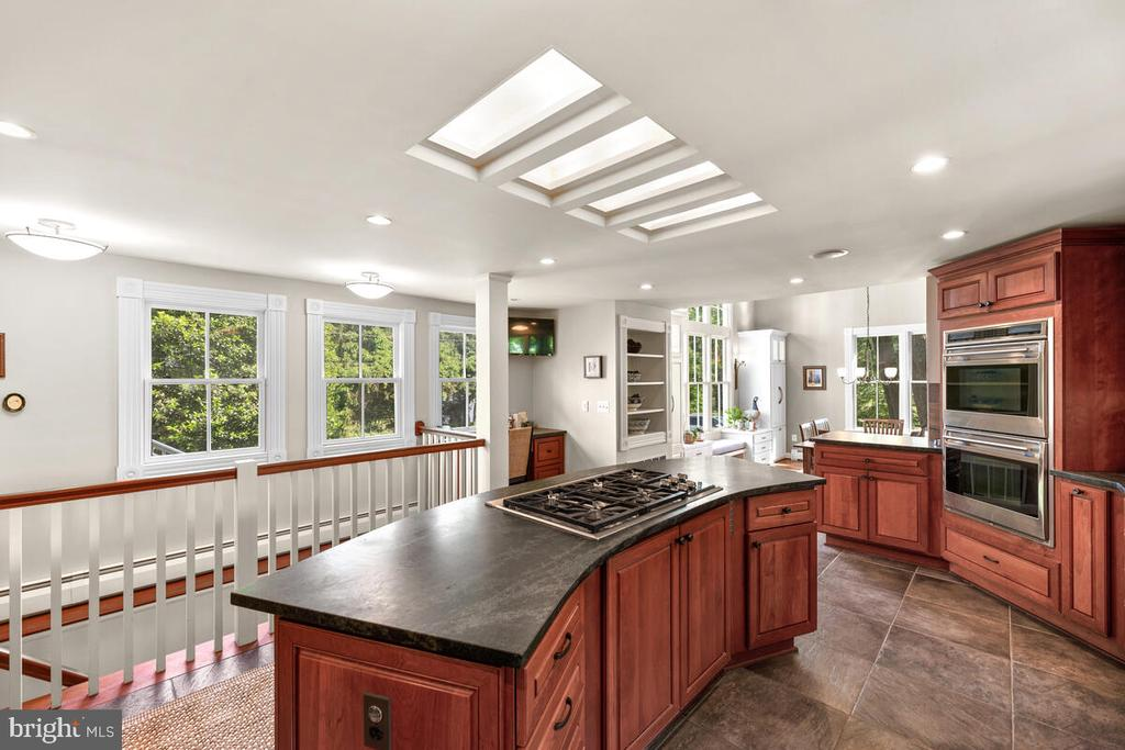Gas cooktop - 12645 OLD FREDERICK RD, SYKESVILLE