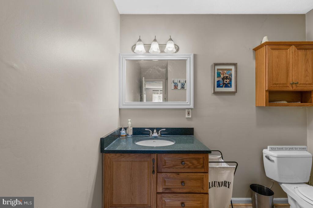 Apartment bathroom - 12645 OLD FREDERICK RD, SYKESVILLE
