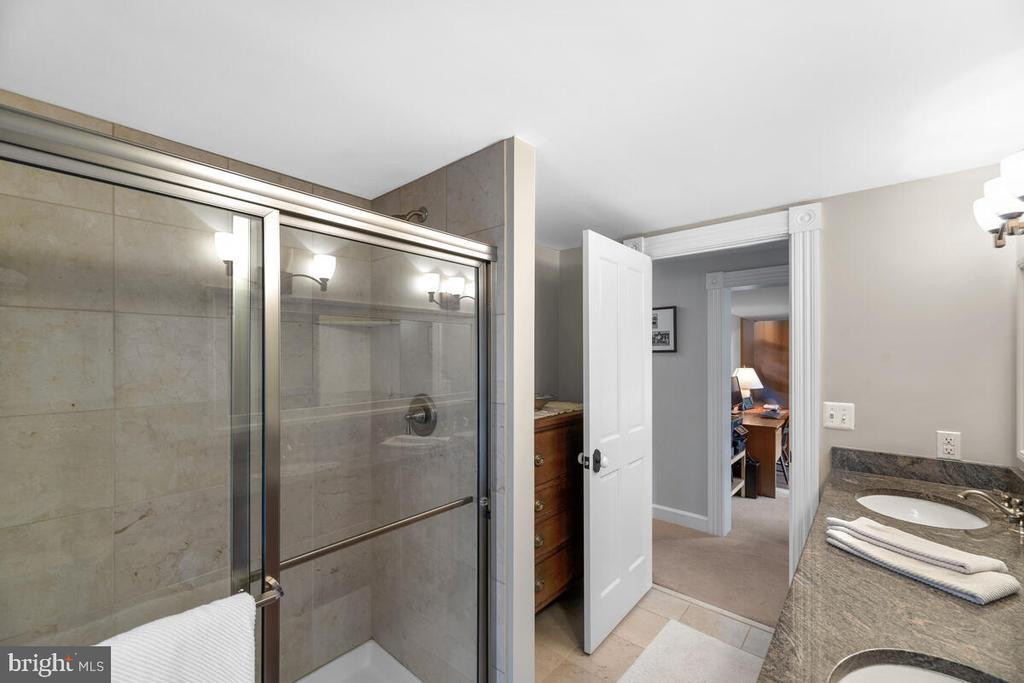 Guest shower - 12645 OLD FREDERICK RD, SYKESVILLE