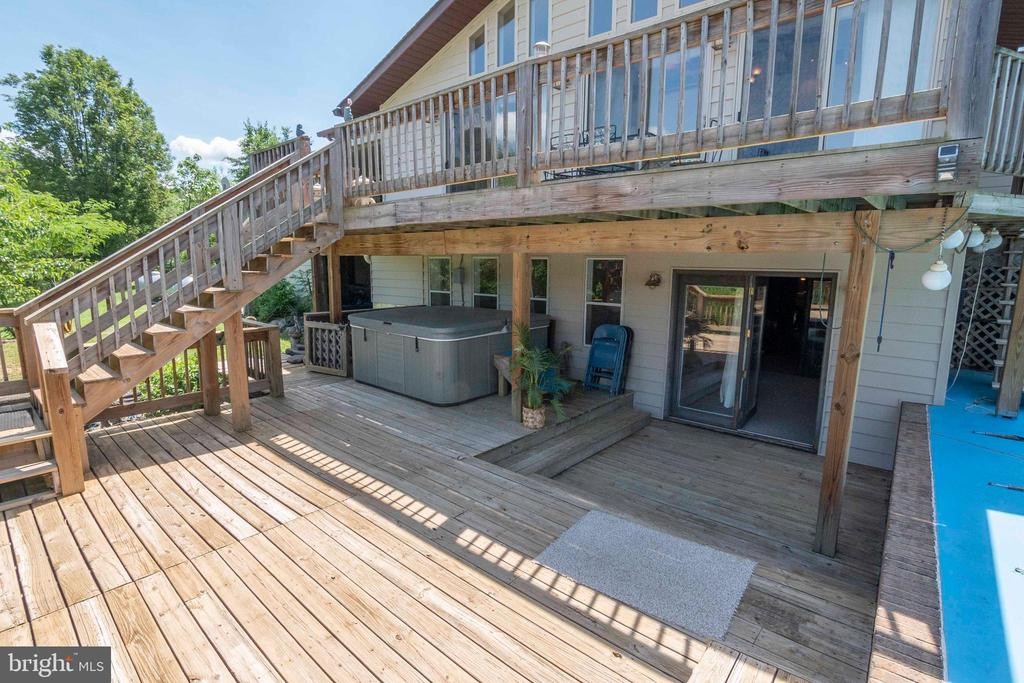 Double Deck & Hot Tub area to lower level Entrance - 721 BATTLEFIELD BLUFF DR, NEW MARKET
