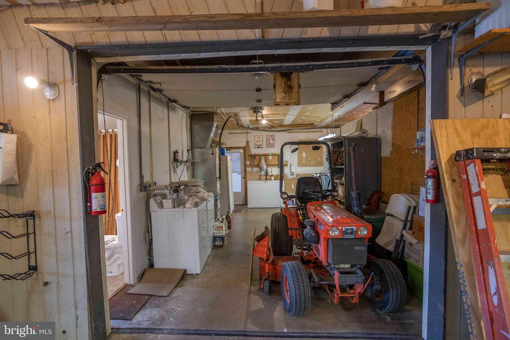 Laundry #2 area off Garage - 721 BATTLEFIELD BLUFF DR, NEW MARKET