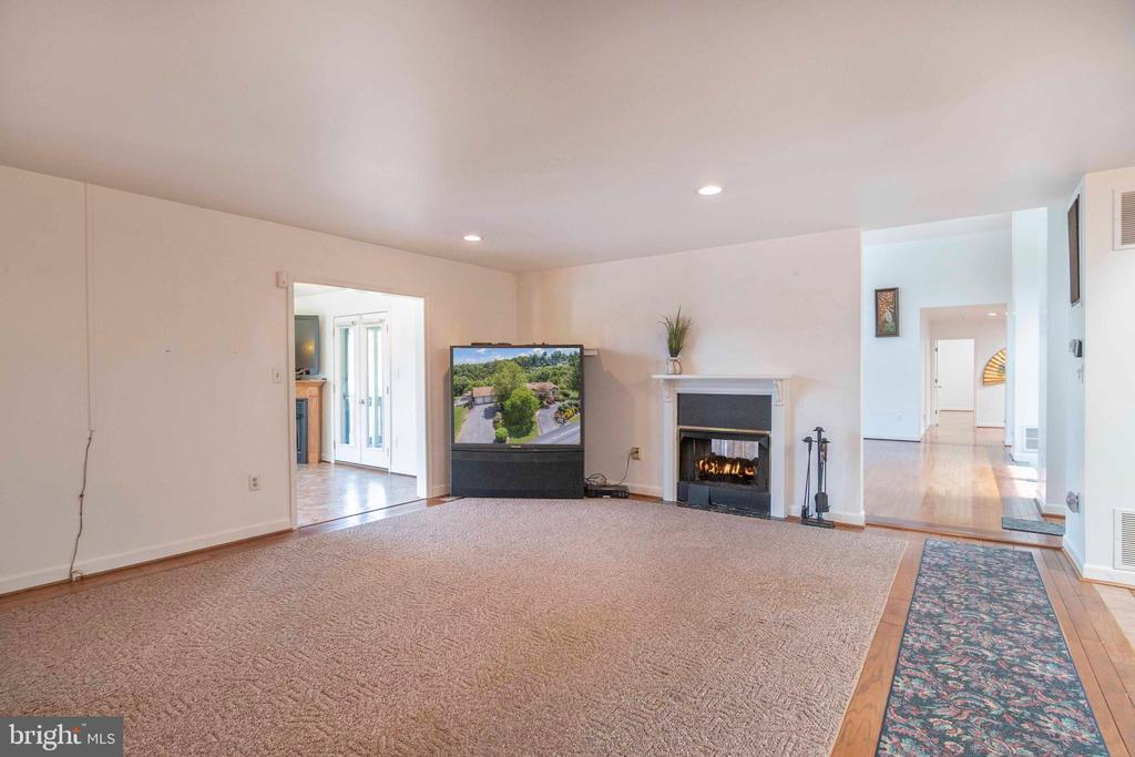 Family Room off of Kitchen - 721 BATTLEFIELD BLUFF DR, NEW MARKET