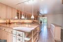Lots of Cabinetry & Countertop area - 721 BATTLEFIELD BLUFF DR, NEW MARKET