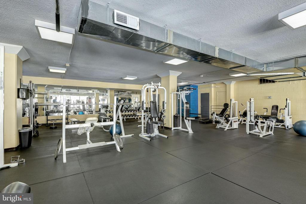 Fitness center - 4600 S FOUR MILE RUN DR #1007, ARLINGTON
