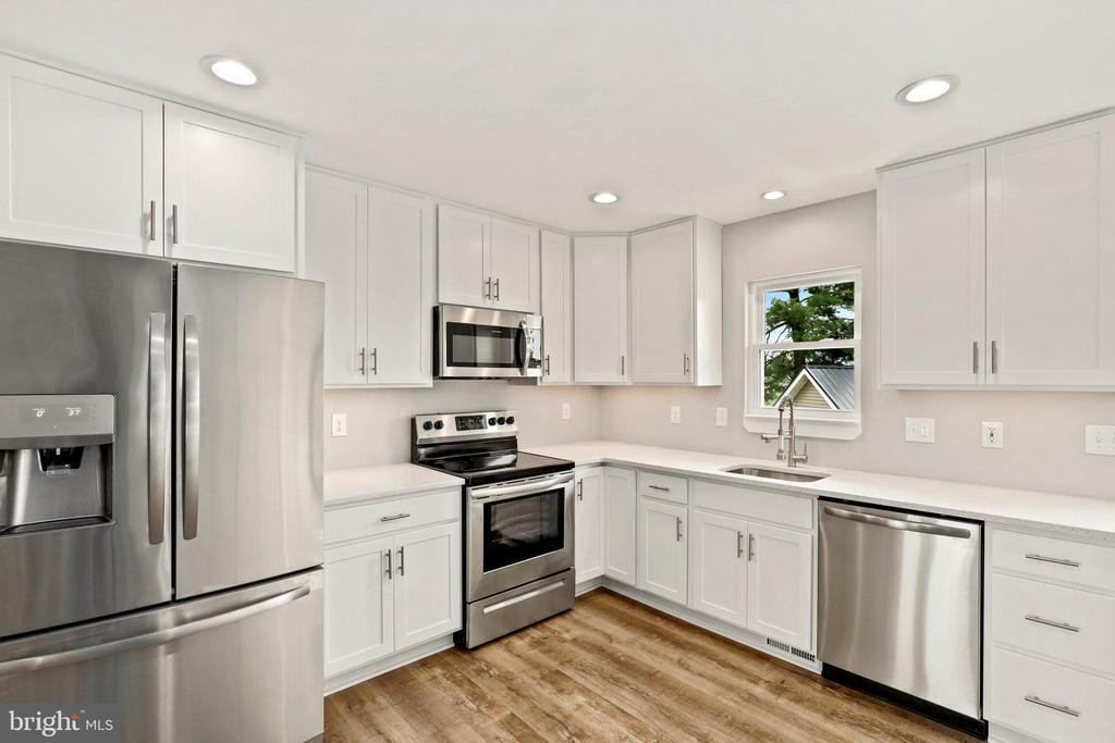 All new cabinets, appliances - never used! - 23 MEADOW LN, THURMONT
