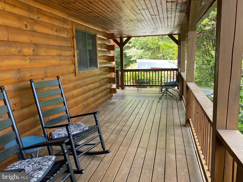 3 Sides Wrap Around Front Porch - 23039 RAPIDAN FARMS DR, LIGNUM