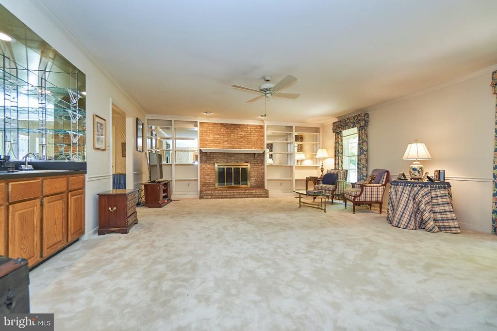 Family room with built ins - 10824 HENDERSON RD, FAIRFAX STATION