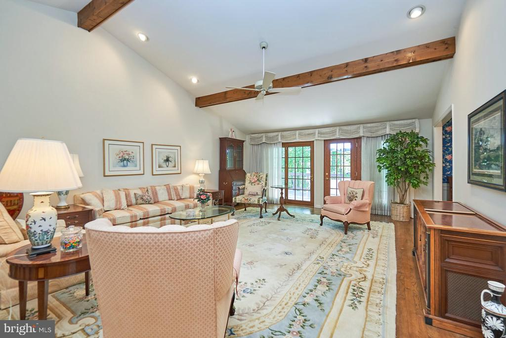 Huge formal living room with deck access - 10824 HENDERSON RD, FAIRFAX STATION