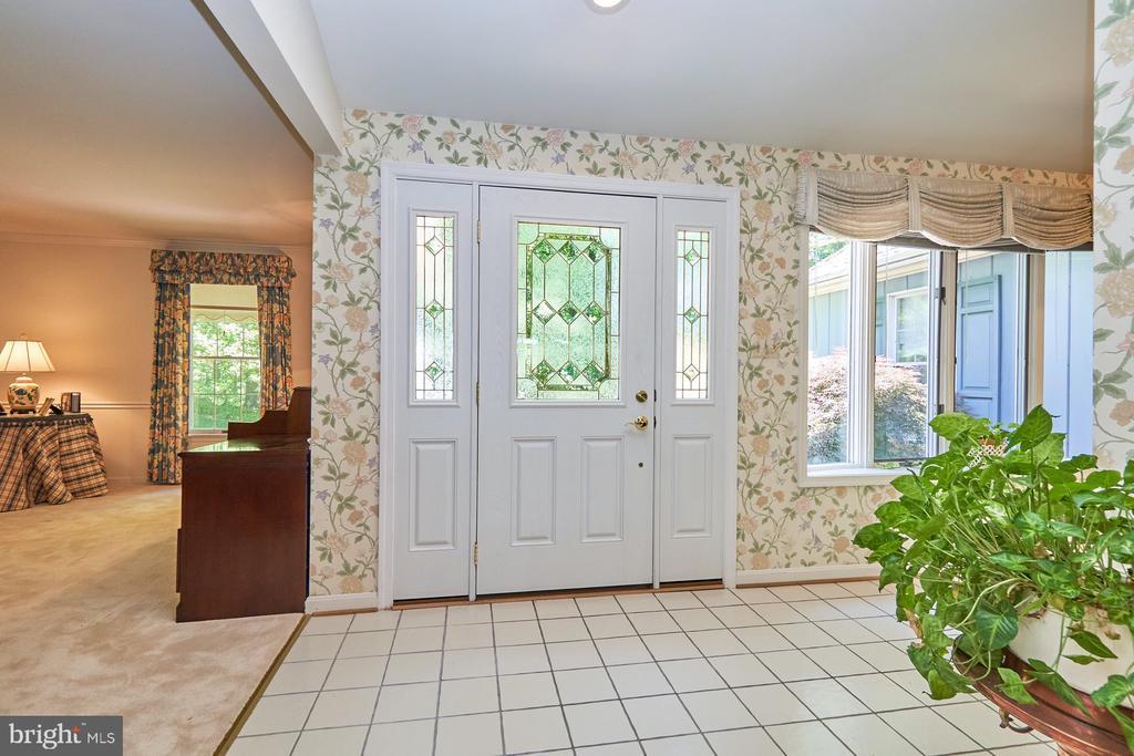 Large ceramic tiled foyer - 10824 HENDERSON RD, FAIRFAX STATION