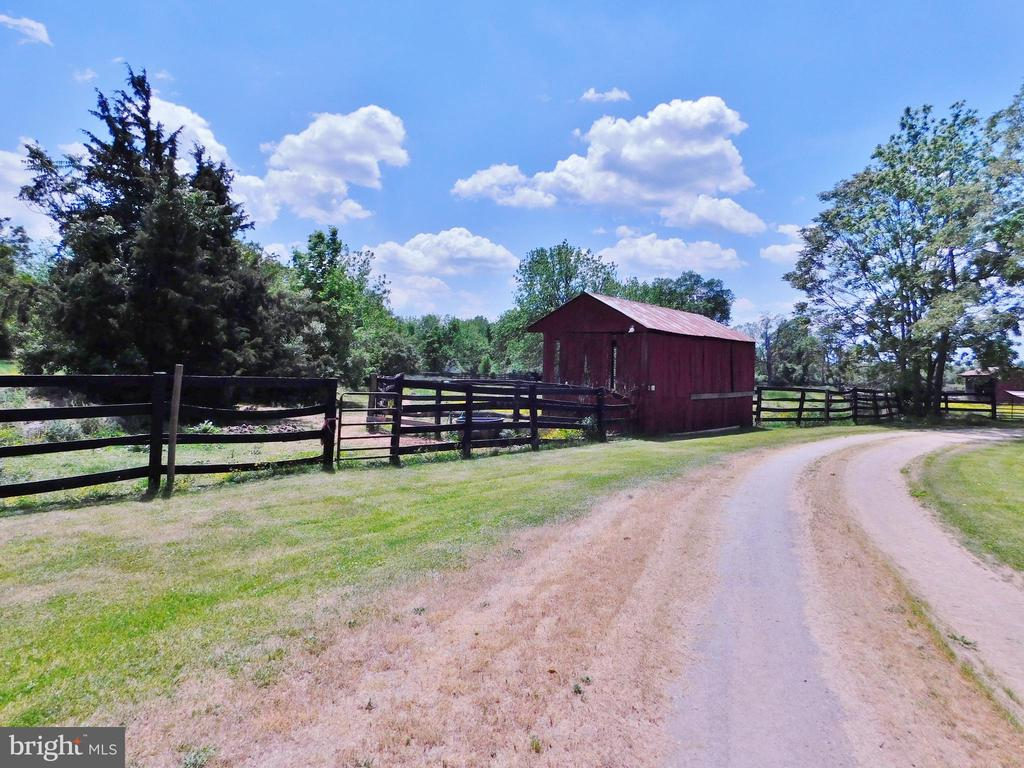 Shows some board fencing - 420 RUSSELL RD, BERRYVILLE