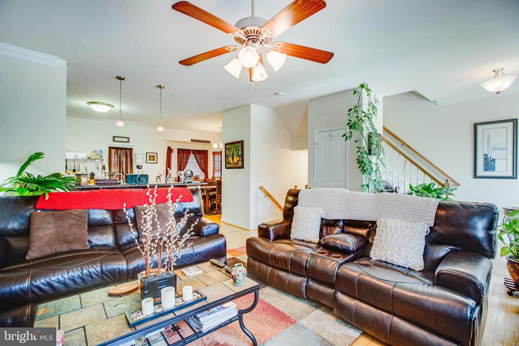 Living Room - 2110 CAROLINE ST, FREDERICKSBURG
