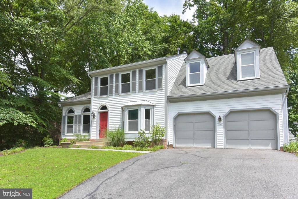 - 6723 STONECUTTER DR, BURKE
