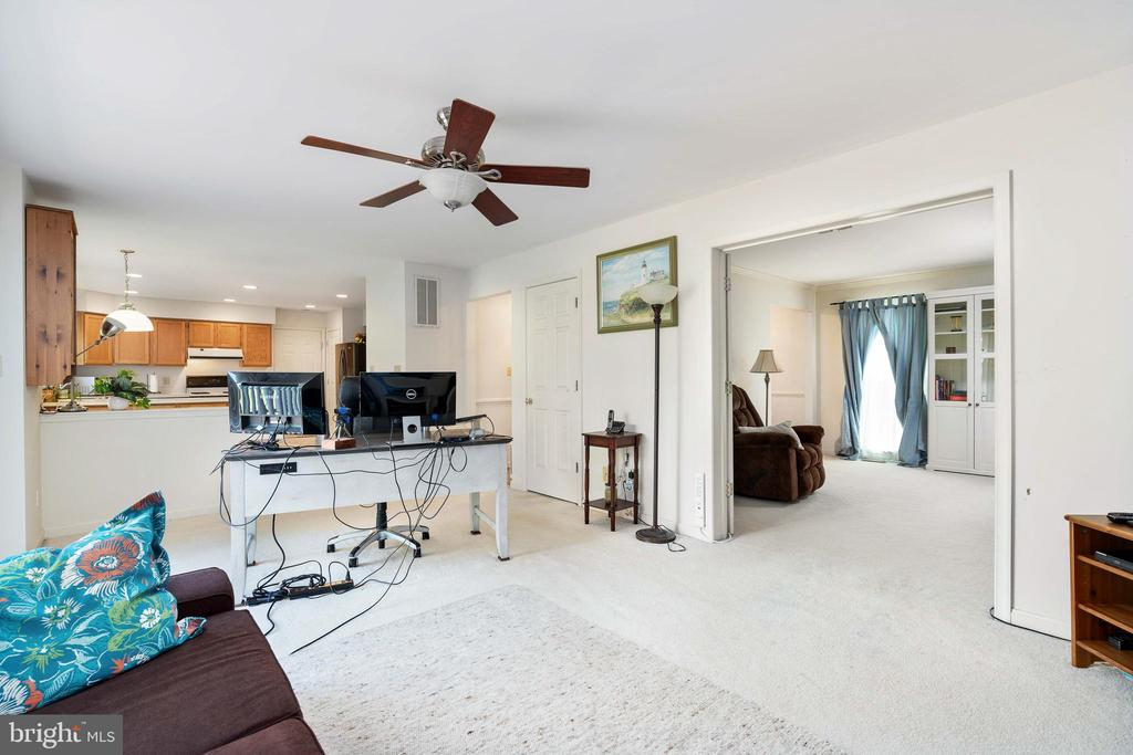 Family Room Leading to Formal Living Room - 13 SYDNEY LN, STAFFORD