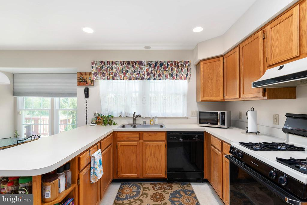 Kitchen with a View - 13 SYDNEY LN, STAFFORD