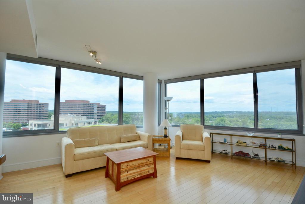 Make this view yours! - 2001 15TH ST N #1203, ARLINGTON