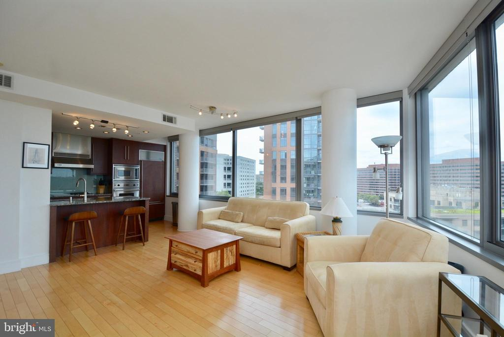 Open to a Gourmet Kitchen - 2001 15TH ST N #1203, ARLINGTON