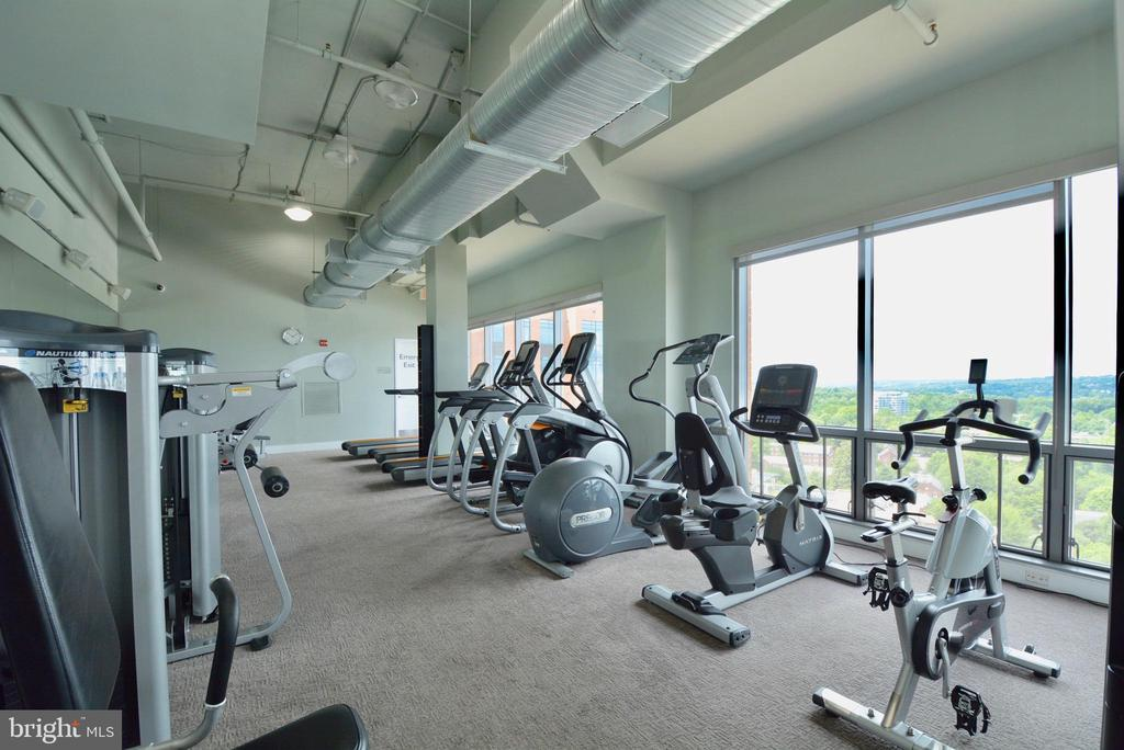 Fitness while you soak in the panoramic views - 2001 15TH ST N #1203, ARLINGTON