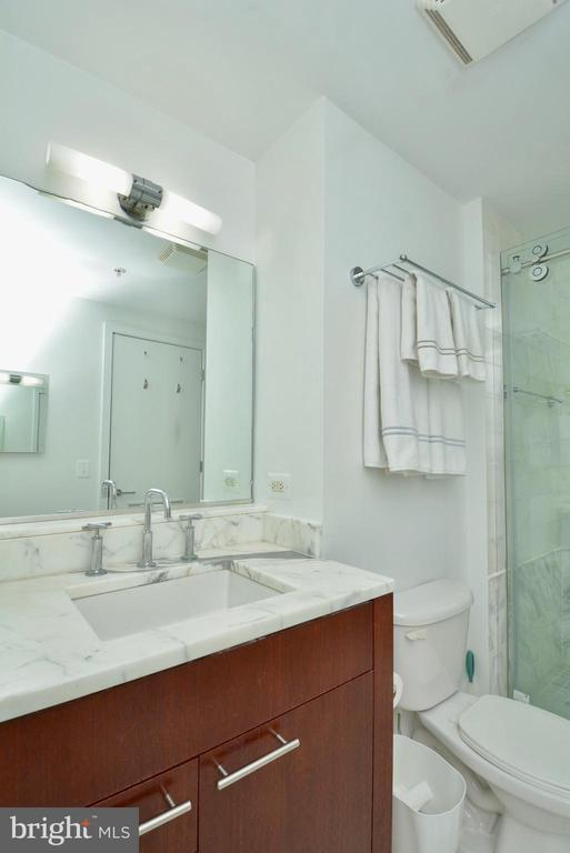 Remodeled Shower w/ Carrera Marble - 2001 15TH ST N #1203, ARLINGTON