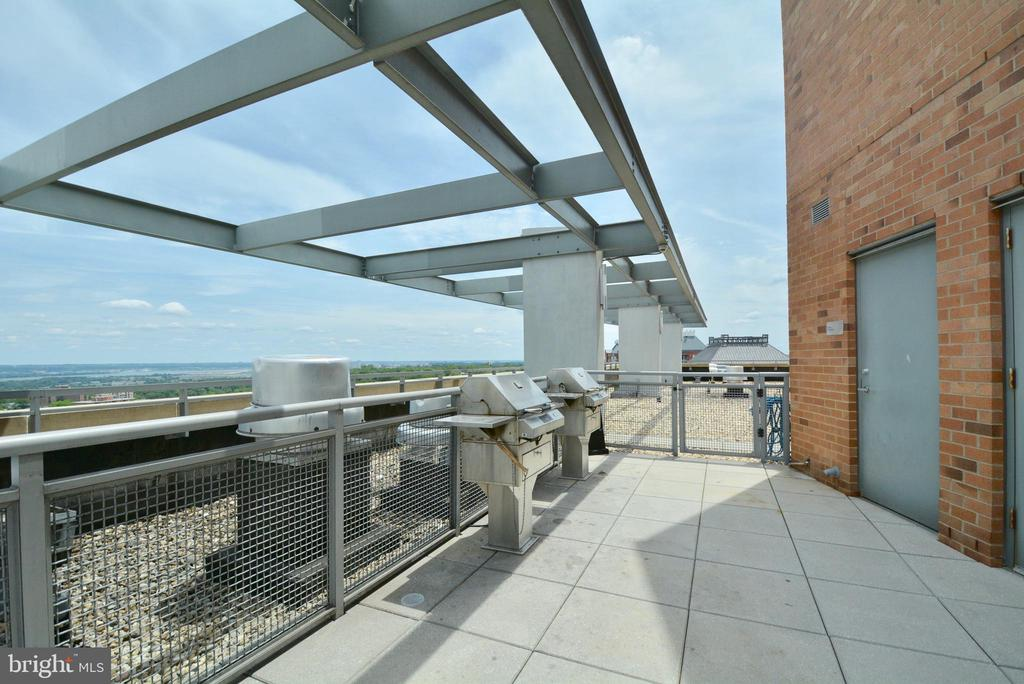 Roof top Grills for common use - 2001 15TH ST N #1203, ARLINGTON