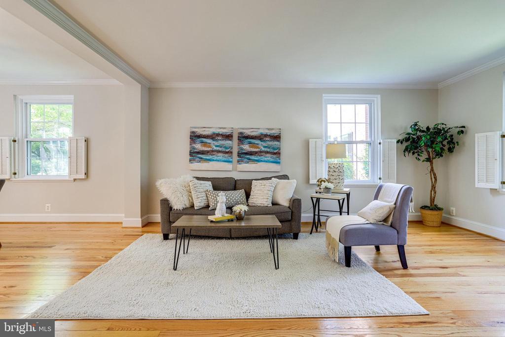 Bright & light family room/main living area - 3469 S STAFFORD ST #B, ARLINGTON