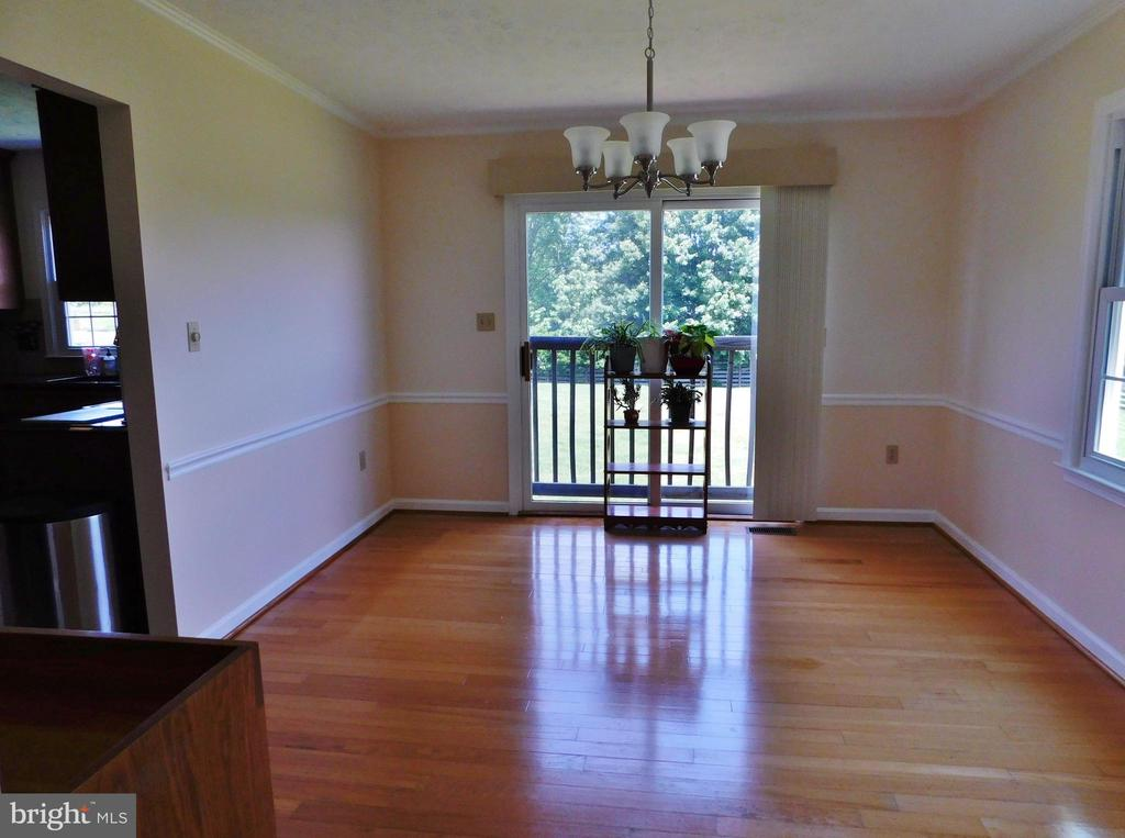 Spacious dining room - 102 CHRISTOPHER CT, CHARLES TOWN