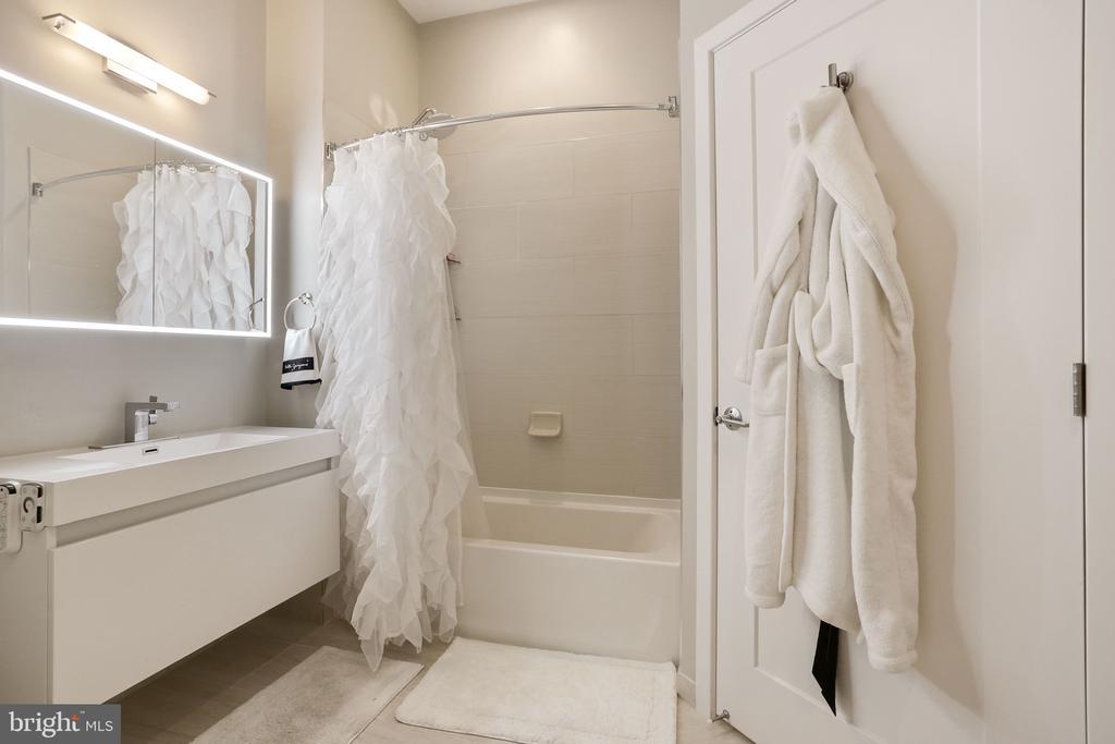 Bathroom - 989 S BUCHANAN ST #421, ARLINGTON