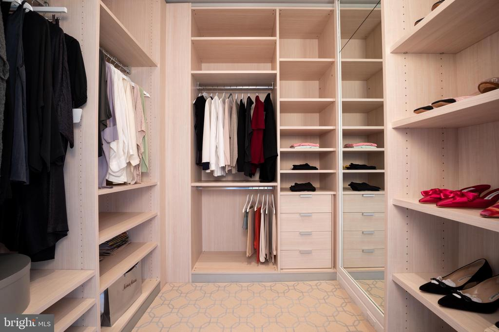 A spacious dressing room adjoins the suite - 1177 22ND ST NW #9G, WASHINGTON