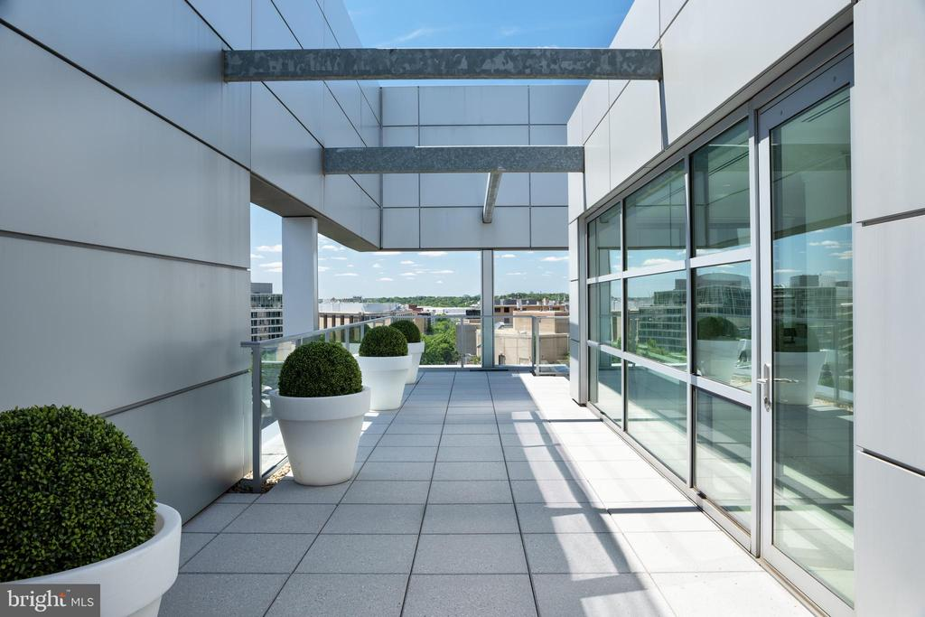 The terrace is perfect for gracious entertaining - 1177 22ND ST NW #9G, WASHINGTON