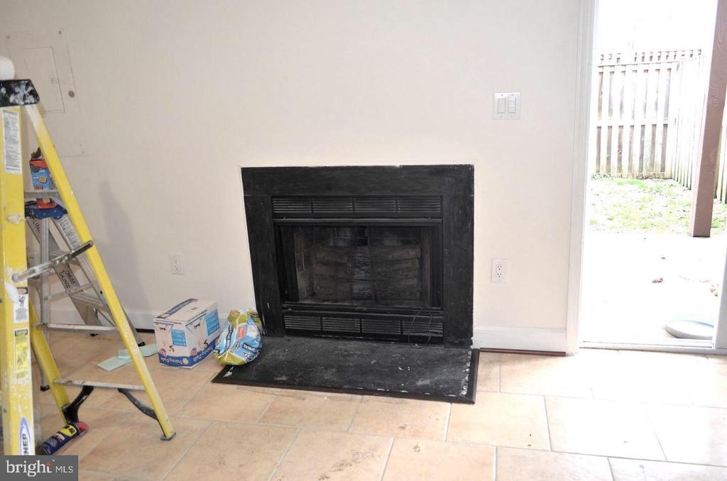 Fireplace in Basement - 3636 MCDOWELL CT, DUMFRIES
