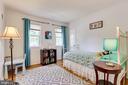 2nd bedroom with walk-in closet - 9312 WINBOURNE RD, BURKE