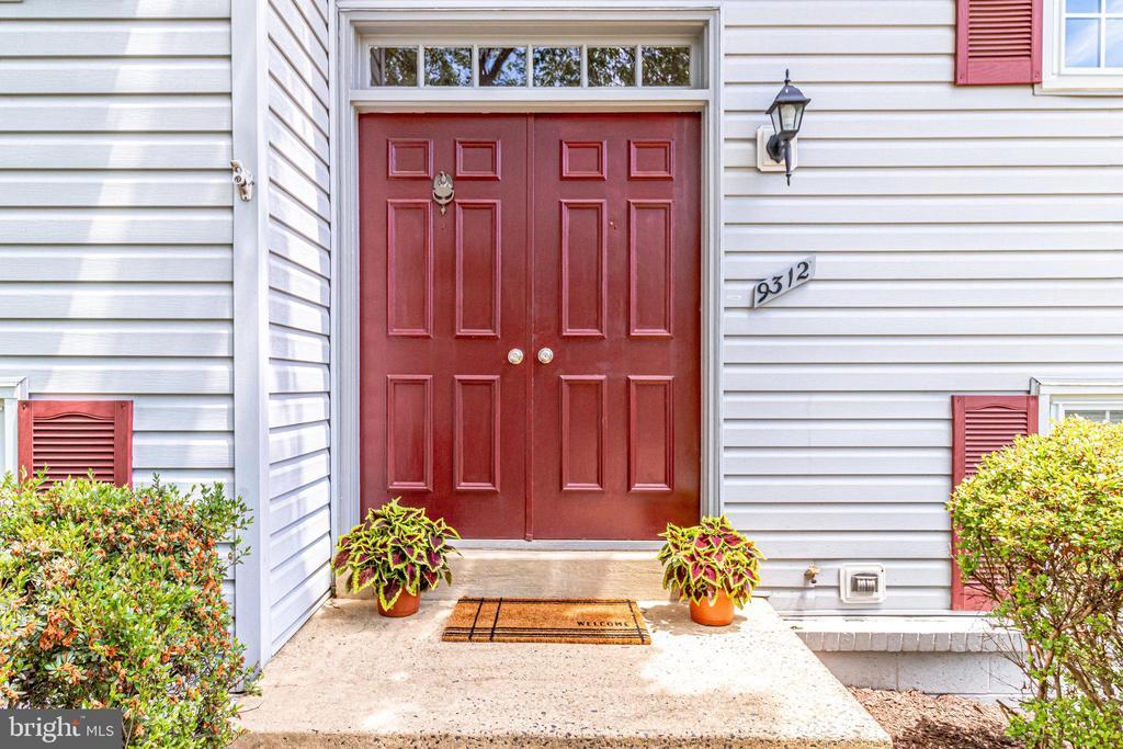 Beautiful double door entry - 9312 WINBOURNE RD, BURKE