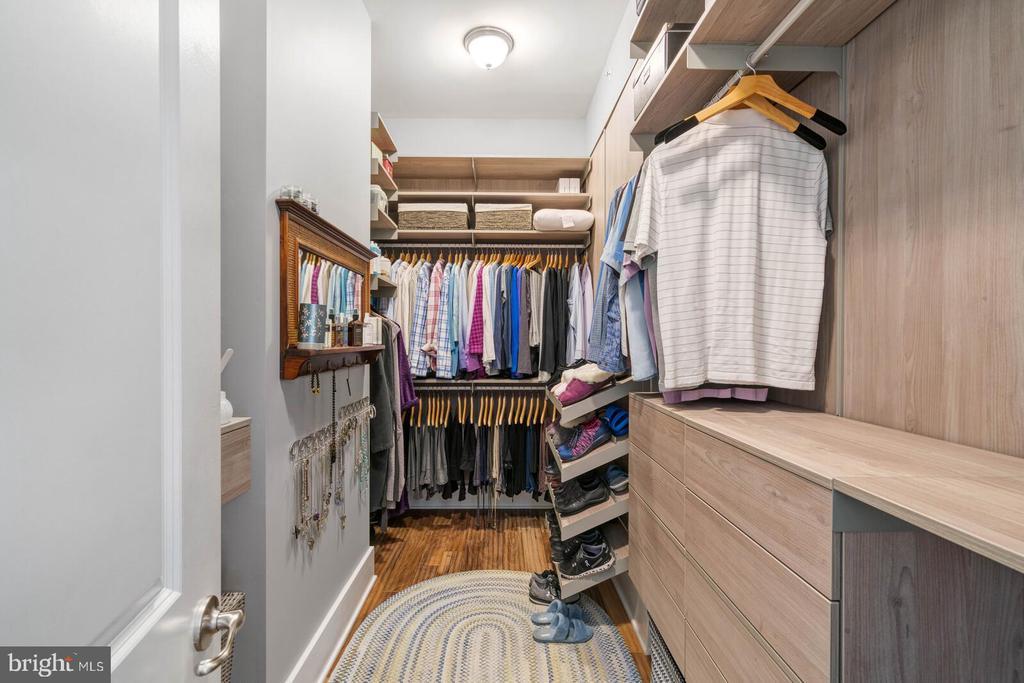 Amazing Custom Closet - 17037 SILVER ARROW DR, DUMFRIES