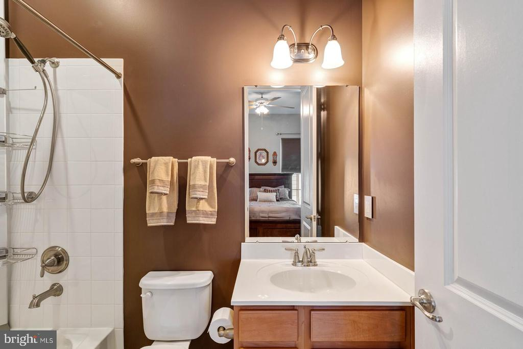 The second full bath on main level - 17037 SILVER ARROW DR, DUMFRIES