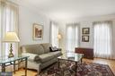 with crowm moldings , high ceilings - 1114 HEARTFIELDS DR, SILVER SPRING