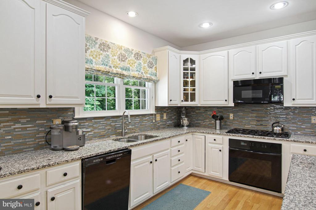 with a window over the sink! - 1114 HEARTFIELDS DR, SILVER SPRING