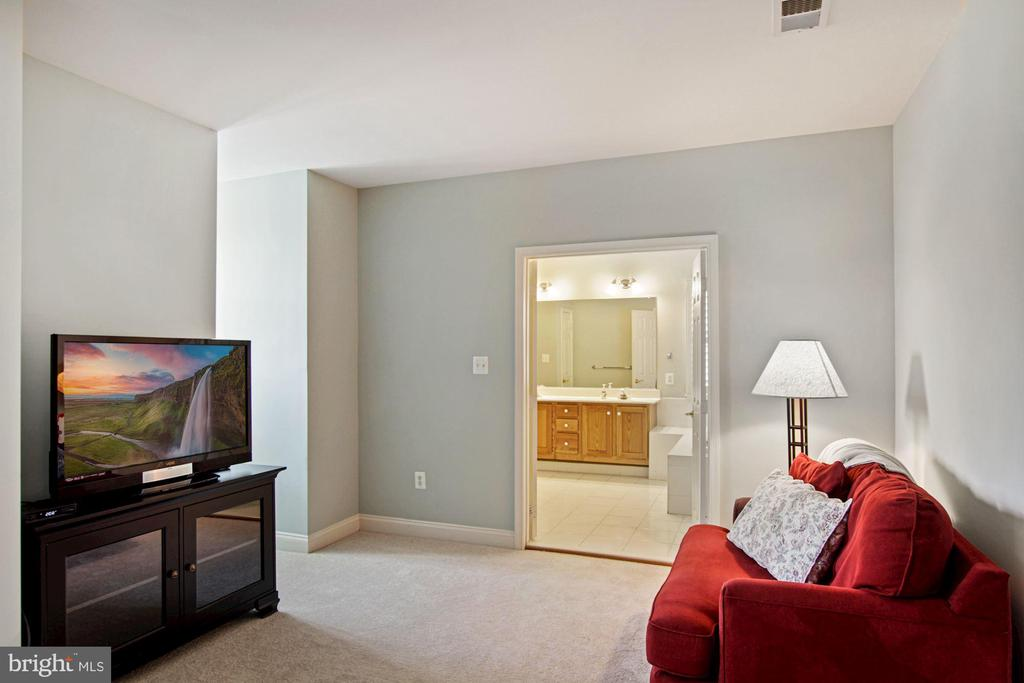 sitting area - 1114 HEARTFIELDS DR, SILVER SPRING