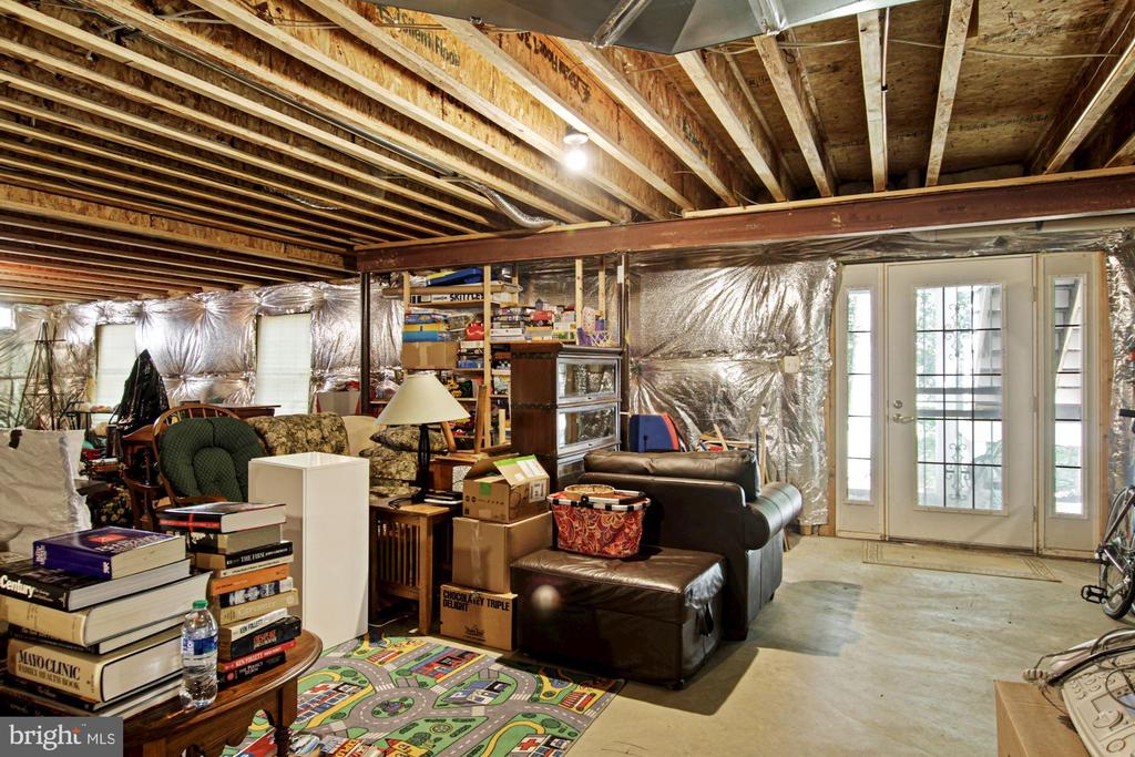Full walk-out basement waiting for you to finish - 1114 HEARTFIELDS DR, SILVER SPRING