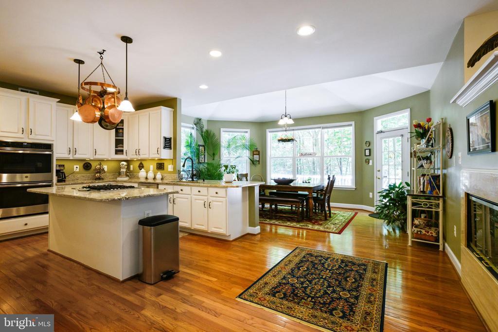 Kitchen - 6191 TREYWOOD LN, MANASSAS
