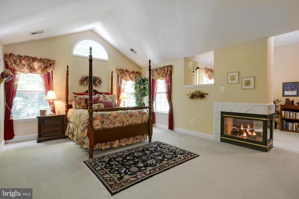 Primary Bedroom with Vaulted Ceilings - 6191 TREYWOOD LN, MANASSAS