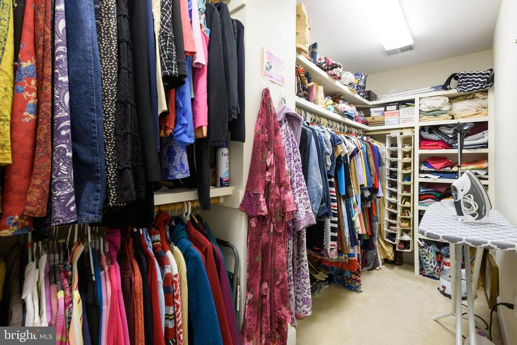 Walk-in Closet - 6191 TREYWOOD LN, MANASSAS