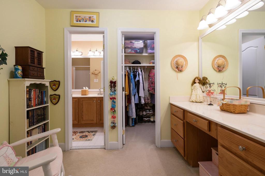 Lighted counter in Bedroom 3 - 6191 TREYWOOD LN, MANASSAS