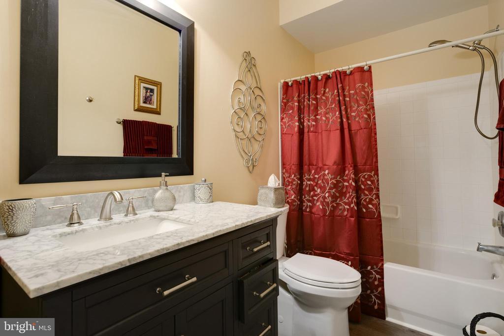 Lower Level Full Bathroom - 6191 TREYWOOD LN, MANASSAS