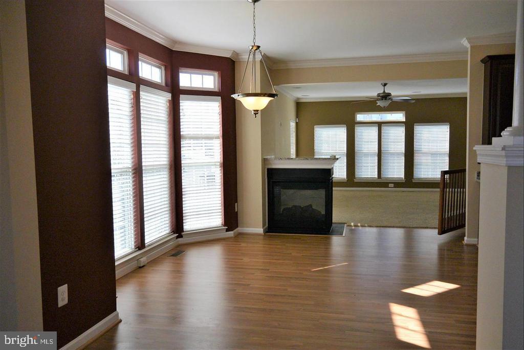Beautiful floor to ceiling windows - 38 HUNTING CREEK LN, STAFFORD
