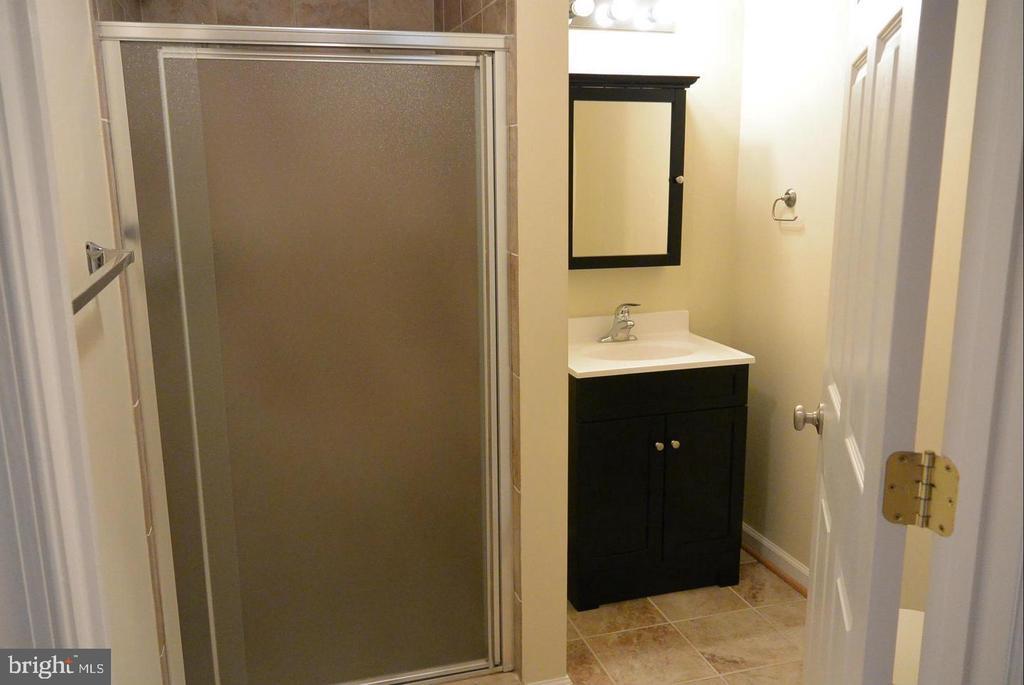 Bathroom 2 - 38 HUNTING CREEK LN, STAFFORD
