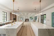Expansive kitchen and family room - 1004 DOGUE HILL LN, MCLEAN