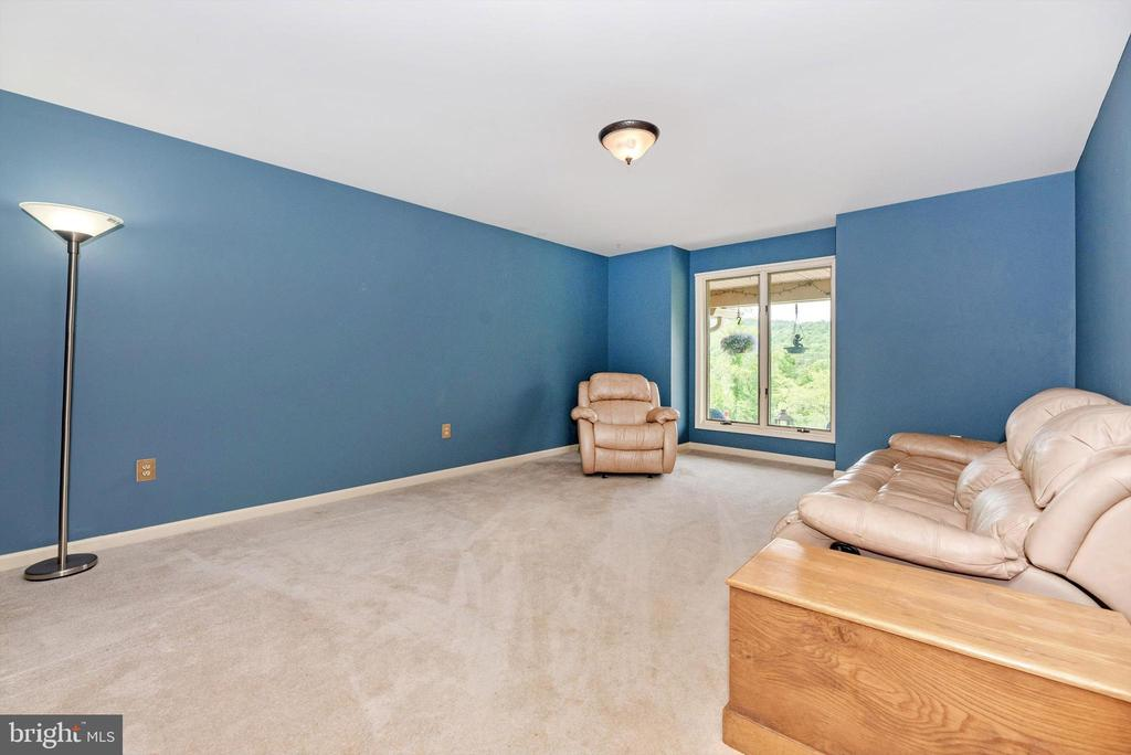 Study, libary or install doors for first floor BR - 7319 EYLERS VALLEY FLINT RD, THURMONT