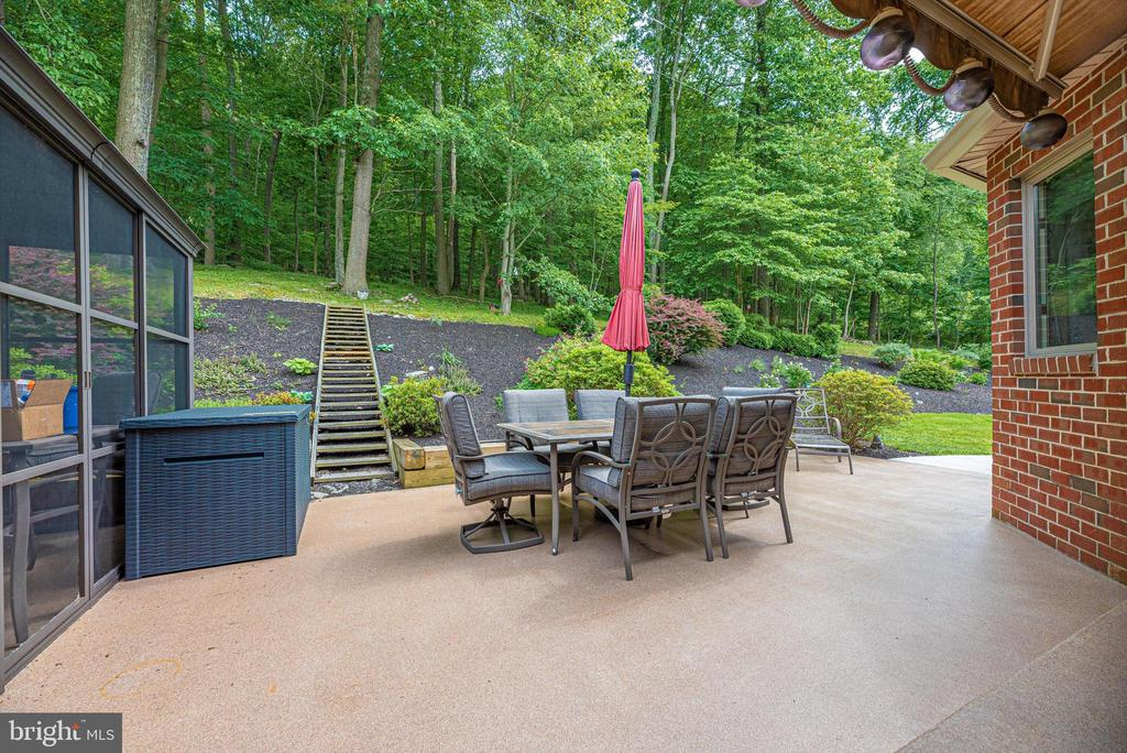 Patio to landscaped - 7319 EYLERS VALLEY FLINT RD, THURMONT