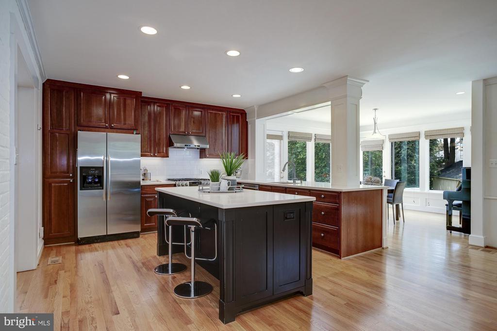 Large kitchen has center island - 8622 GARFIELD ST, BETHESDA