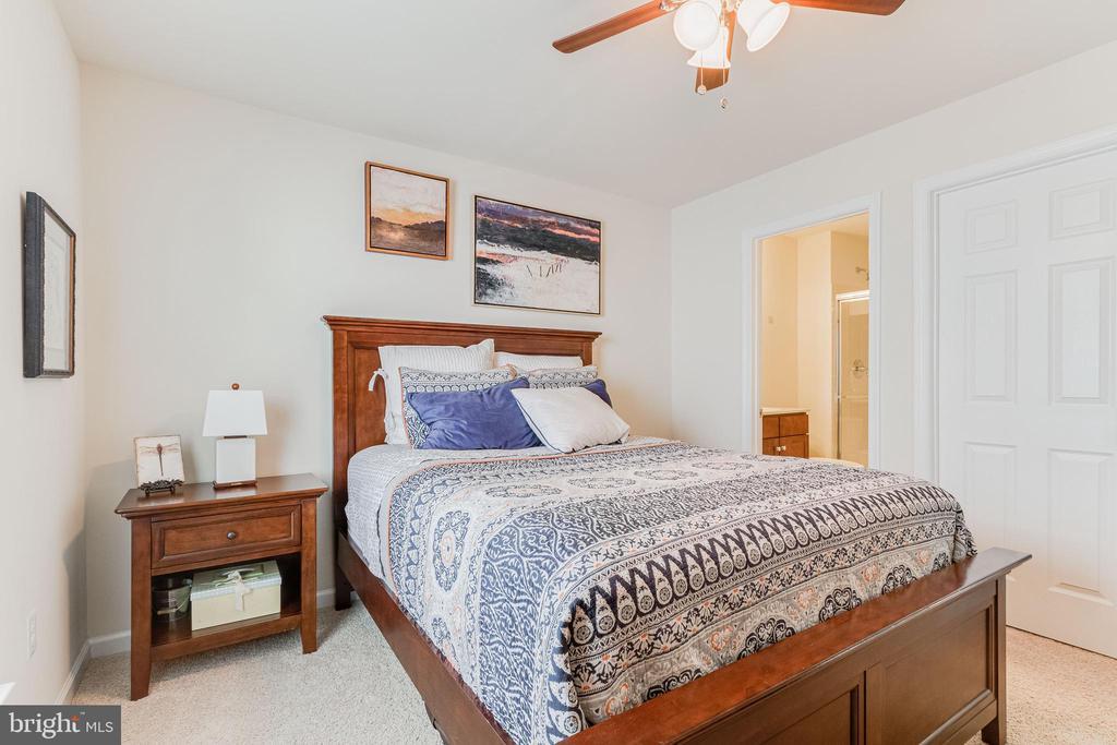 Bedroom 3 with en-suite full-bath - 3513 DOC BERLIN DR, SILVER SPRING