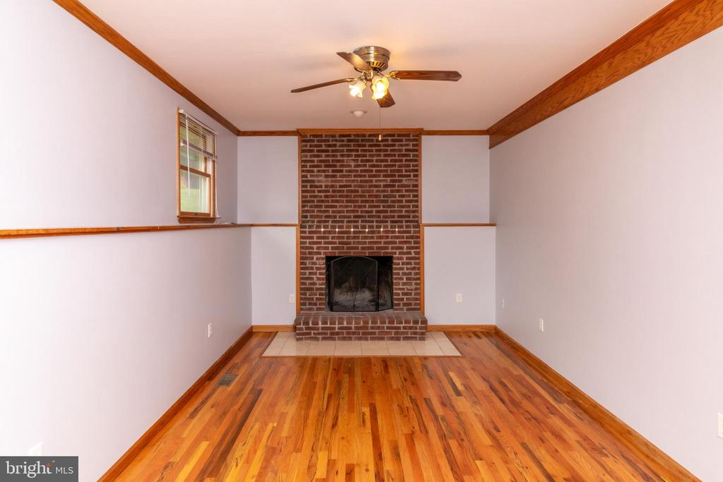 Family Room with Fireplace - 15605 KELBAUGH RD, THURMONT